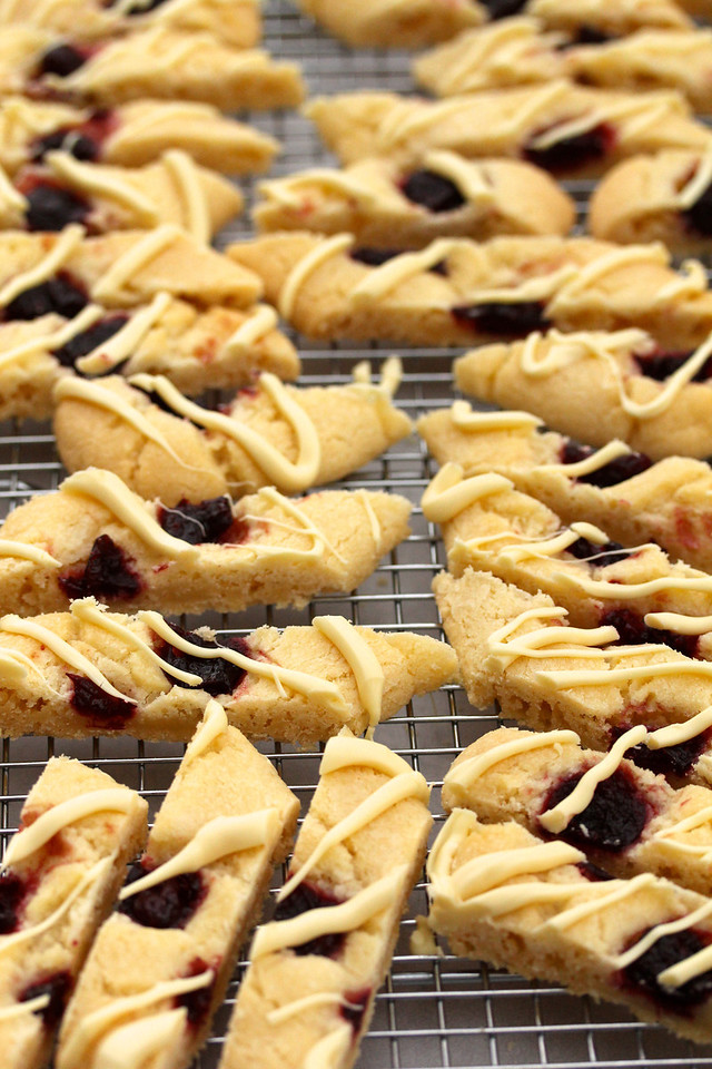 Cranberry & White Chocolate Shortbread Cookies
