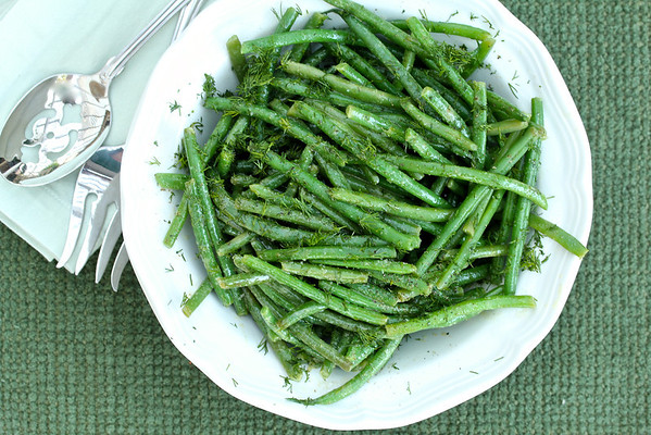 A bowl of green beans