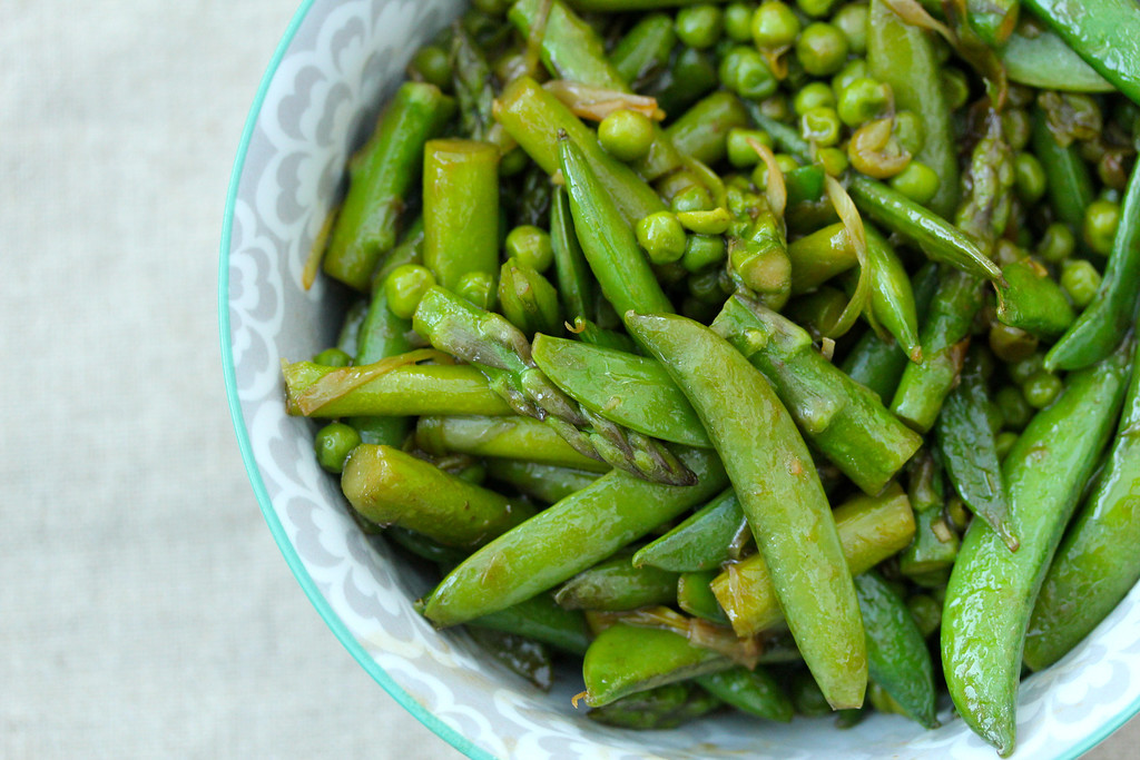 Stir Fried Asparagus, Peas, & Leeks